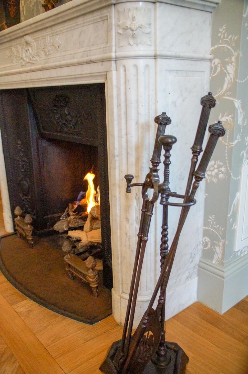 Vea aquí nuestro stock actual en línea de accessorios de chimenea antiguos