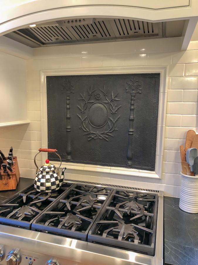 Placa de chimenea como antisalpicaduras en Hartford, Connecticut